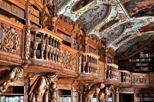 Какие людские пороки скрывает загадочная архитектура древней библиотеки
