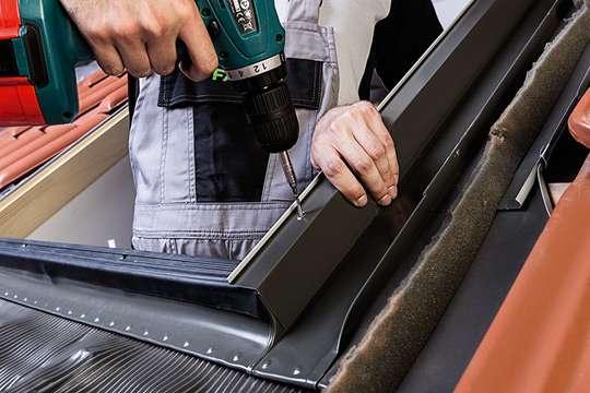 Как обеспечить термоизоляцию мансардных окон с помощью монтажных аксессуаров