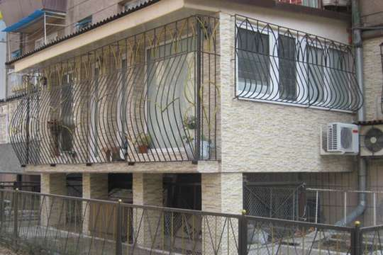 Какие проблемы у квартир над холодным, сырым подвалом и как их решить