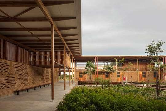 Лучшим зданием в мире стала школа на краю леса
