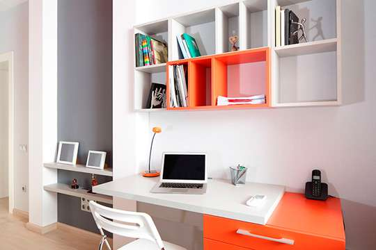 Маленький робочий простір у власному помешканні
