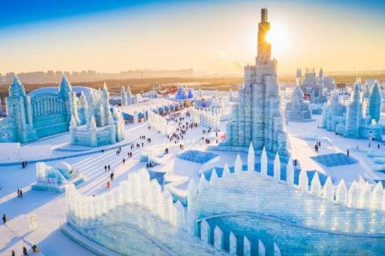 Мастера представили леденящую архитектуру