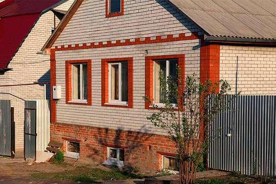 Как выбрать и установить окна в цокольном этаже дома