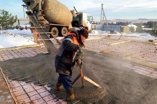 Как залить бетон зимой. Видео