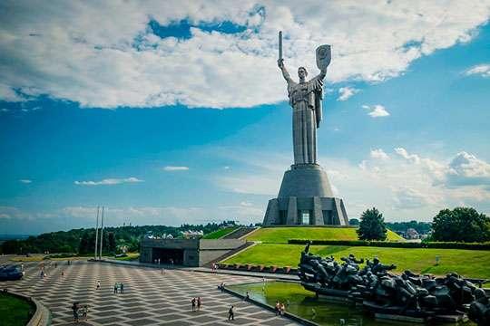 Как в Киеве открывали монумент «Родина-Мать». Подлинная история