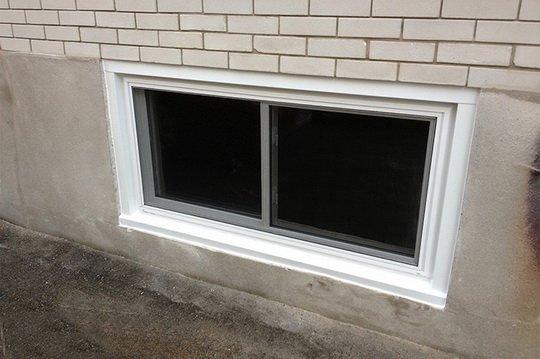 Как установить окна в цокольном этаже частного дома