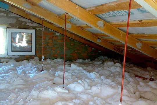 Как утеплить дом пеноизолом