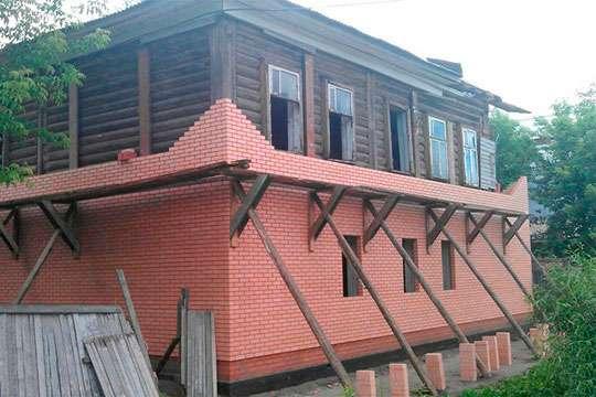Как обложить деревянный дом кирпичом