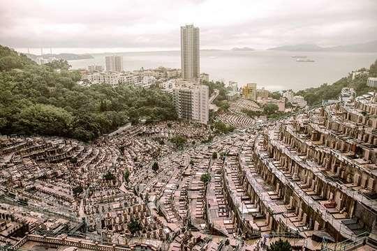 Вертикальные кладбища потихоньку забирают землю у живых