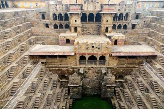 В Индии под землей сокрыто архитектурное чудо