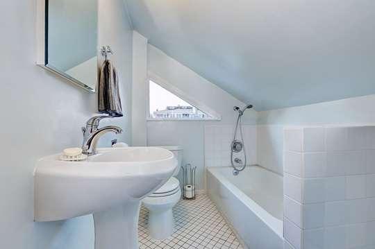 Маленька ванна кімната – просте ефективне оздоблення