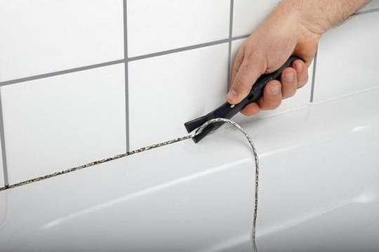 Как заменить силиконовые швы в ванной